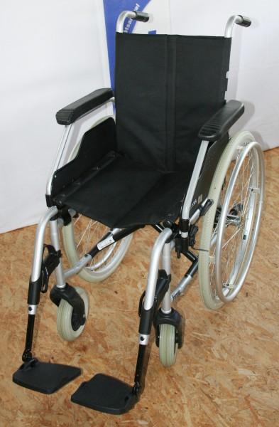 Faltrollstuhl MEYRA ORTOPEDIA Format 3.940 mit anpassbarer Rückengurt
