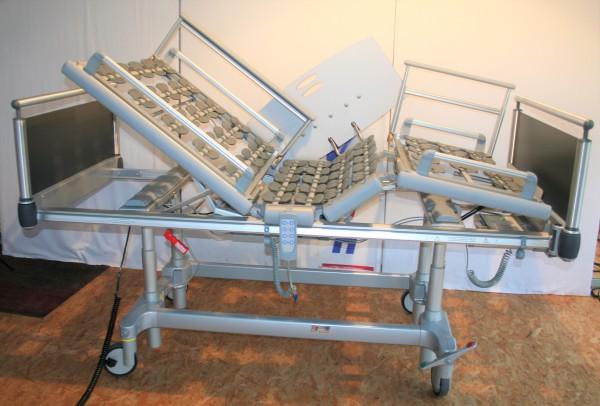 Pflegebett / Völker Klinikbett Modell S 962-2/ Neu