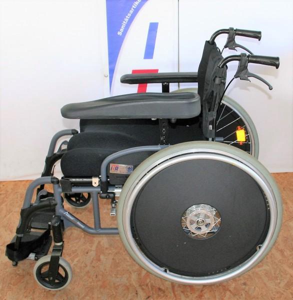 Rollstuhl Invacare Action 4/ SB 47/ mit Armauflagen/ Speichenschutz