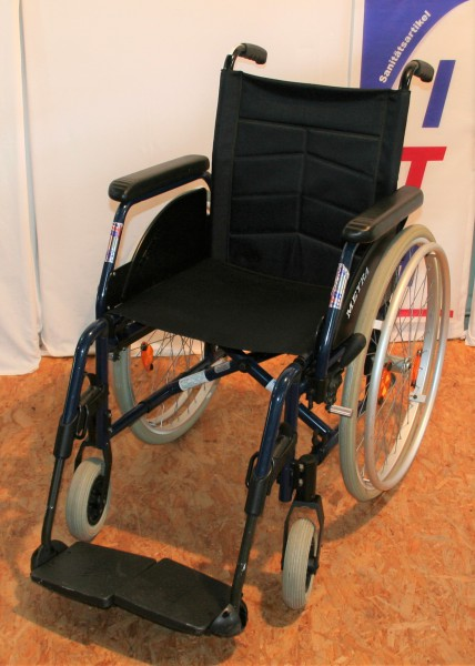 Faltrollstuhl / Meyra 1.850 / Sitzbreite 42cm / Steckachsen