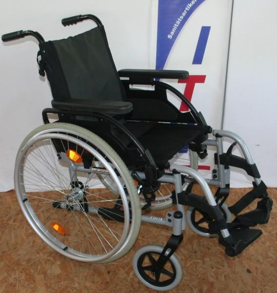 Leichtgewichtrollstuhl Sunrise Medical PariX2 mit anpassbare Rückenlehne SB 39 cm